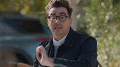 """M&M'S Super Bowl 2021 (featuring Dan Levy) – """"Come Together"""" :15"""